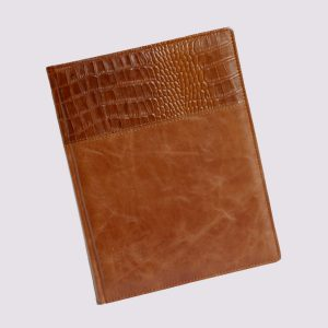 Кожаный ежедневник в коричневом цвете со вставкой крокодиловой кожи