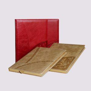 Кожаный ежедневник в красном и бежевом цвете с тиснением