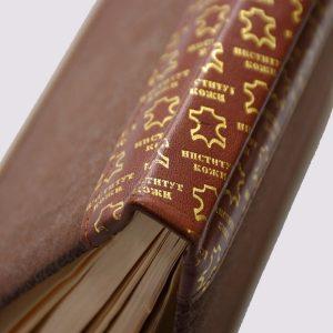 Кожаный ежедневник в коричневом цвете с холотым тиснением