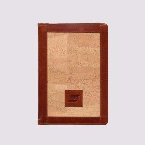 Кожаный ежедневник в коричневом цвете с вставкой под дерево