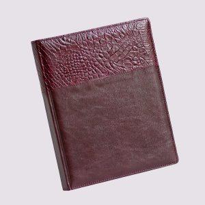 Кожаный ежедневник в бордовом цвете со вставкой крокодиловой кожи