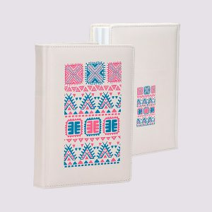 Кожаный ежедневник в красивом белом цвете с розовыми узорами
