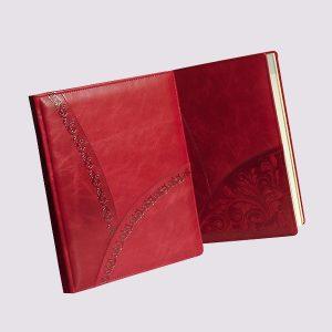 Кожаный ежедневник в красном цвете с тиснением