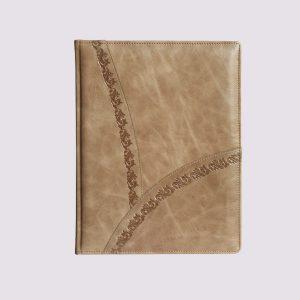 Кожаный ежедневник в бежевом цвете с тиснением