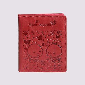 Фотоальбом из кожи в красном цвете для ребенка