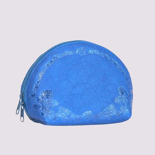 Кожаная косметичка в голубом цвете с рисунком