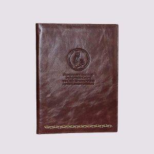 Адресная папка с тиснением в коричневом цвете