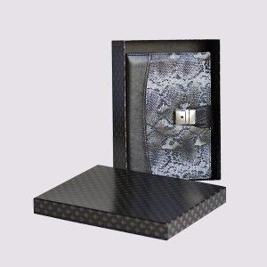 Кожаная подарочная коробка в стиле змеиной кожи с застежкой