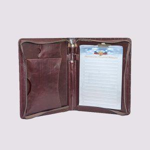 Кожаный деловой портфель бордового цвета