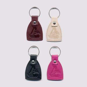 Кожаные брелки разных цветов с символикой Локомотив
