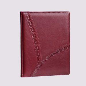 Кожаный ежедневник в бордовом цвете