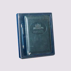 Кожаный ежедневник в синем цвете с ручкой