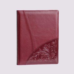 Кожаный ежедневник в красном цвете