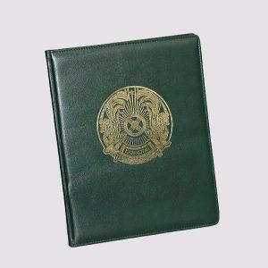 Еженедельник кожаный в зеленом цвете с золотым тиснением