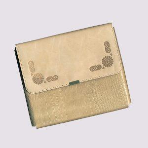 Фотоальбом из кожи в бежевом цвете в виде конверта