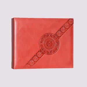 Фотоальбом из кожи в красном цвете с тиснением