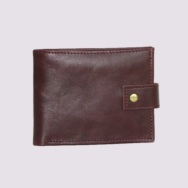 Кожаный кошелек в коричневом цвете с застежкой