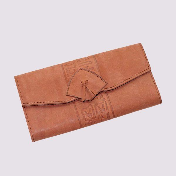 Кожаный кошелек в виде конверта в бежевом цвете