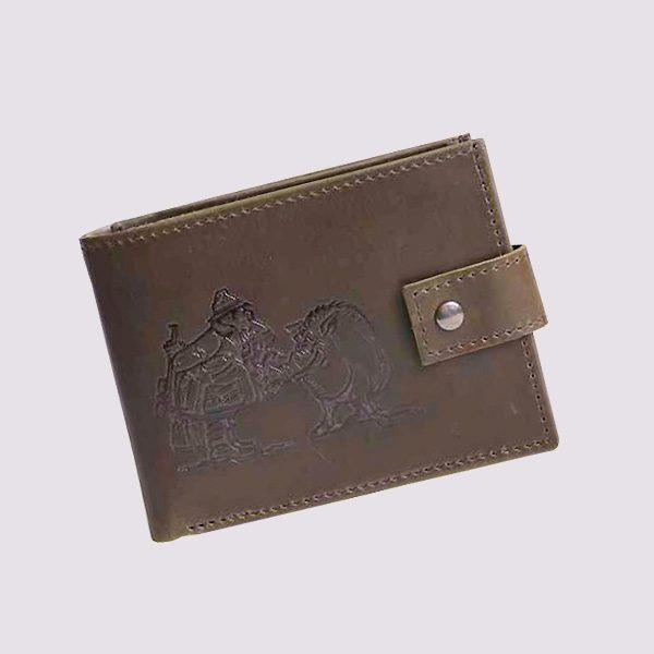Кожаный кошелек в коричневом цвете с охотничьей тематикой