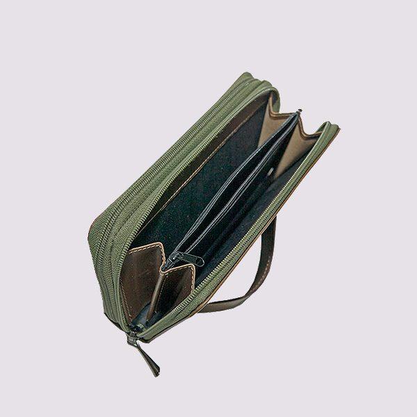 Кожаный кошелек в зеленом цвете