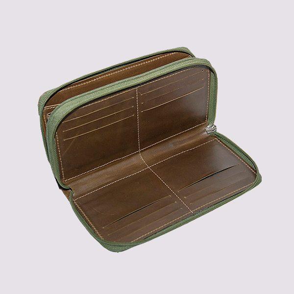 Кожаный кошелек в коричневом цвете