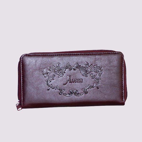 Кожаный кошелек в бордовом цвете с нанесением имени