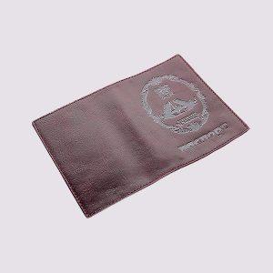 Обложка для паспорта из кожи в бордовом цвете