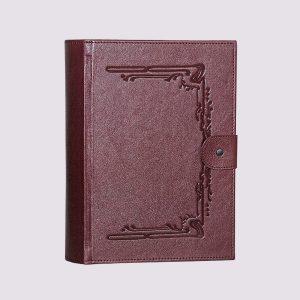 Кожаная подарочная коробка в бордовом цвете с застежкой