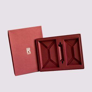 Кожаная подарочная коробка в красном цвете
