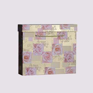 Кожаная подарочная коробка с узором из роз и крышкой
